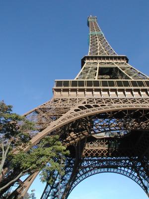 me prendre en photo avec votre message devant la Tour Eiffel
