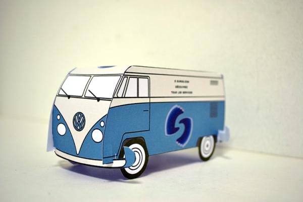 vous envoyer un combi VW en papier avec votre Logo