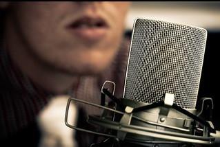 enregistrer un voix off masculine