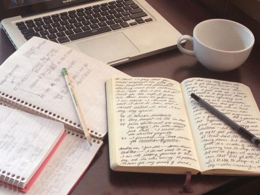 écrire une nouvelle SURPRENANTE